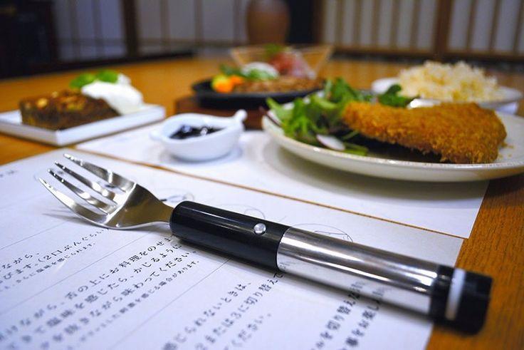 Des chercheurs de l'Université de Tokyo ont inventé cette fourchette innovante qui trompe vos papilles gustatives pour vous faire croire au goût du sel.