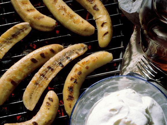 Gegrillte Bananen mit Sahne ist ein Rezept mit frischen Zutaten aus der Kategorie Obst. Probieren Sie dieses und weitere Rezepte von EAT SMARTER!