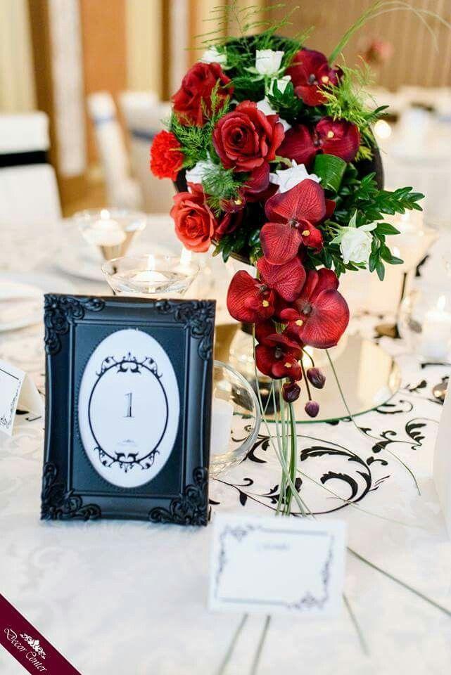 Încă de la început, trandafirul a fost destinat să fie cea mai frumoasă floare. Conform unei legende greceşti, acesta a fost creat de zeiţa Chloris cu gândul să nu aibă pereche pe lume. Voi ce legendă cunoaşteţi? #roses #weddings #flowers #decorations