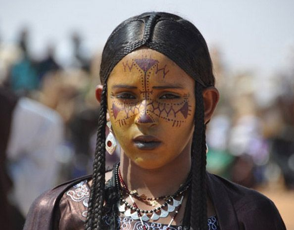 Africa | Tuareg girl. Aïr Festival of 2010 . Niger | ©Daniele L