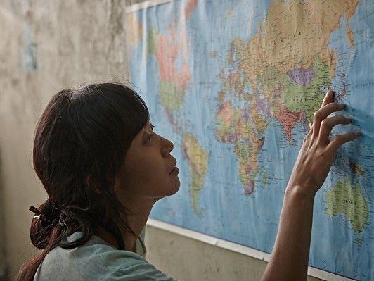 家族にも会えず、愛する家族のもとへ帰れないことがまさに監獄なのではないでしょうか? 家族が心を楽にして思うままに笑って暖かい家を持つということが、どれほど大切で貴重なことなのか、この映画を通じて描き出したかったのです。- webDICE | 平凡な韓国の主婦がカリブ海の島にある刑務所に投獄──実話を映画化『マルティニークからの祈り』