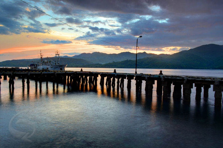 Larantuka's Harbour, Flores Island - Indonesia. Photo by: Nyoman Bayu Yudianala