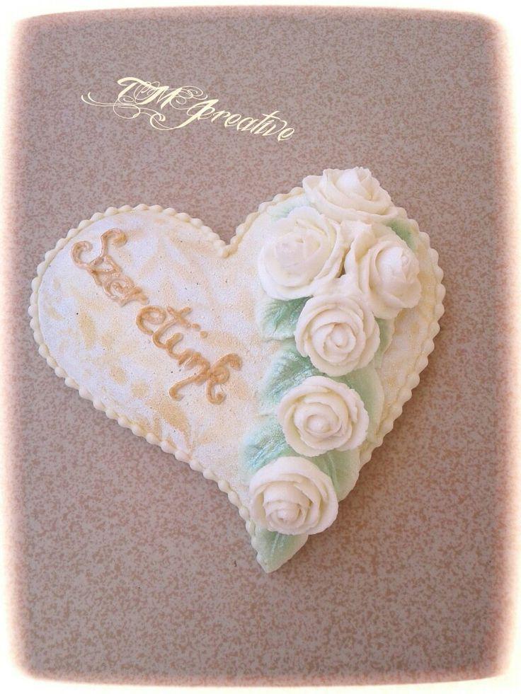 #TMJcreative #royalicing #gingerbread #cookie #heart #whiteroses #mézeskalács