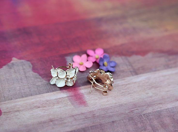 White Flower Rhinestone Stud Earrings