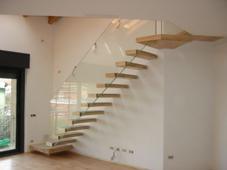 Pi di 25 fantastiche idee su scale interne su pinterest - Ringhiere in vetro per scale interne prezzi ...