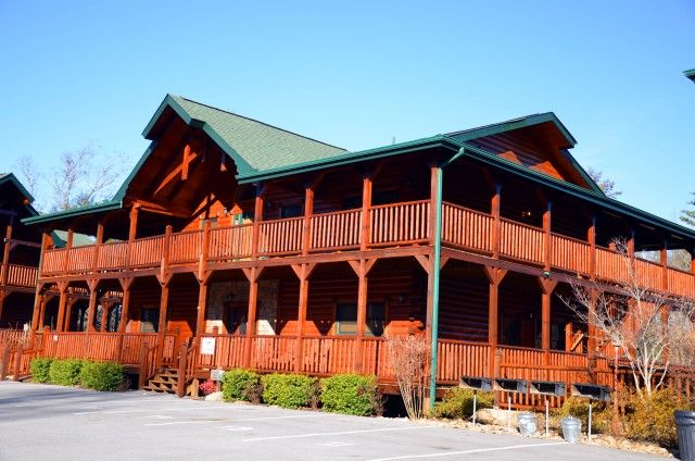 15 best places to stay in the smokies images on pinterest for Cabin rentals in gatlinburg tn for large group