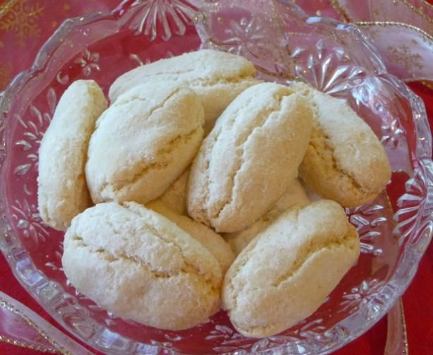 Easy'n Quick Recipes: Ricciarelli - Traditional Italian Almond Cookies