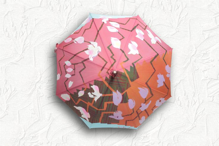 """this sunshade was made by Japanese wax resist dyeing brand """"poem nouveau"""". http://poemnouveau.com/ ろうけつ染めでデザインされた日傘です。"""