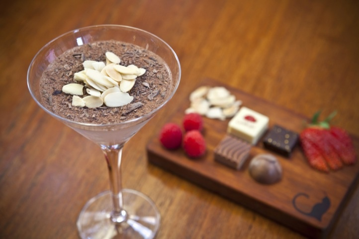 Ayza Wine & Chocolate Bar ⎪ Wine Bar NYC ⎪ Best Romantic Restaurant. I have to take my baby here.
