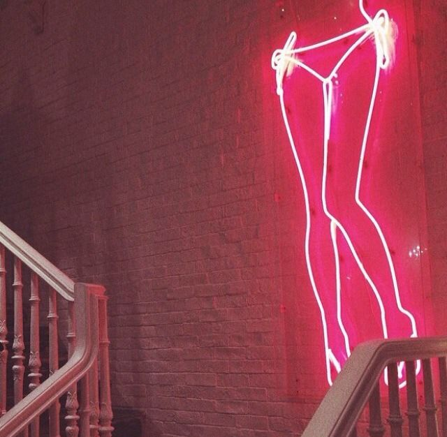 NEON 'SEXY LEGS' SIGN                                                                                                                         ๑෴MustBaSign෴๑