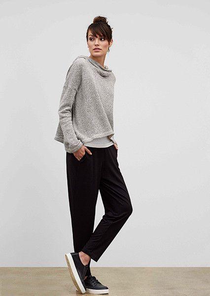 Minimal trends | Grey sweater, black trousers, sneakers