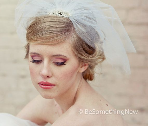 Tulle Birdcage Veil with Flower Rhinestone Comb di BeSomethingNew