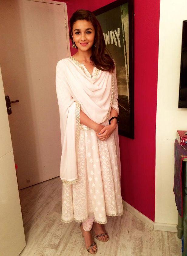 Alia Bhatt attends charity fundraiser! | PINKVILLA