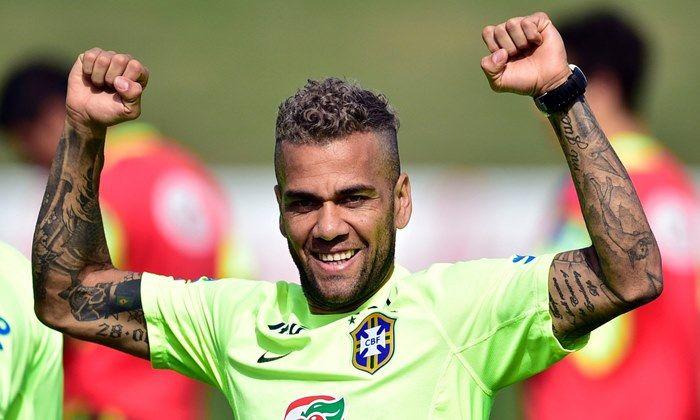 O lateral Daniel Alves afirmou que ainda vai vestir a camisa do São Paulo, antes de encerrar sua carreira provavelmente no Bahia, clube que o revelou.