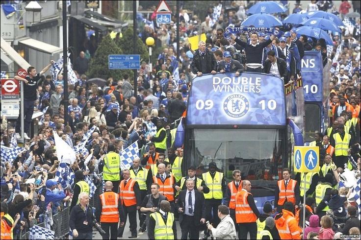 Chelsea double winners' bus 09-10