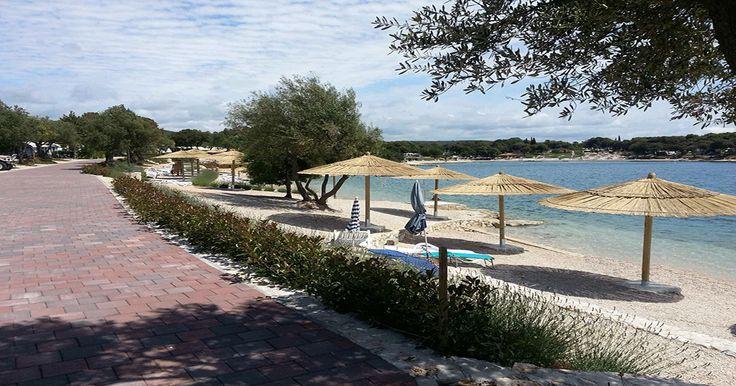Mietwohnwagen Valalta Parzelle 179 in Kroatien, Istrien, Rovinj. Die Familie Hofer hat seine Parzelle direkt an der Strandpromenade. Er steht in der 1. Reihe und somit in einer der besten Lagen von Valalta.