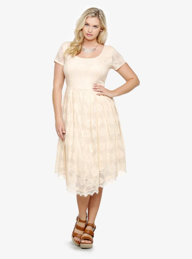 Girly ivory floral lace and a playful skater silhouette make this dress a surefire hit all season long. With short sleeves and a scoop neck, we love the flirty V-hemline with  scalloped lace. Fully lined.