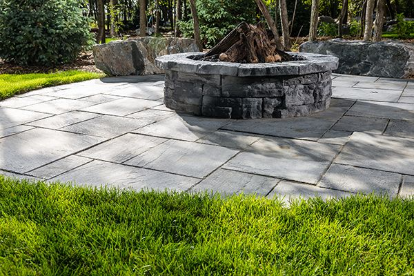 Belvedere Circle Firepit and Dimensional Flagstone in Pacific Grey