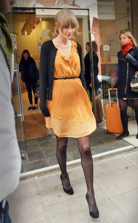 Taylor Swift in tangerine, look so chic. Street fashion, bright and sweet