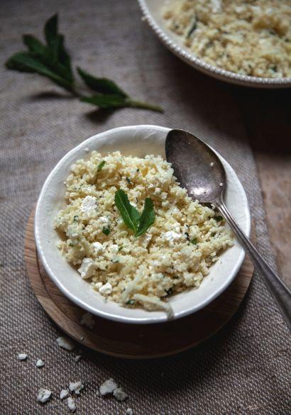 Depuis deux semaines, je me fais de nouvelles salades de couscous tous les deux jours avec ce que je trouve dans la maison (qui se mange), puis je fais plein de découvertes le fun.