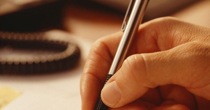 Cómo sustituir un cartucho de tinta vacío en una pluma estilográfica. Una pluma estilográfica es un bolígrafo fabricado por varias compañías, entre ellas la de accesorios de alta gama de la diseñadora Alicia Klein. Estas vienen en varios estilos, usualmente de metal o de aleación de cobre con un diseño estándar de barril. Si deseas sustituir un cartucho de tinta vacío tendrás que abrir la pluma. A continuación, te ...