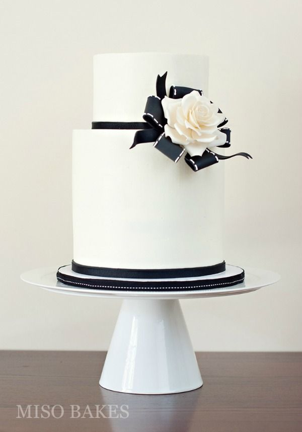 Moderna torta de novios en blanco y negro Modern Black and White Wedding Cakes