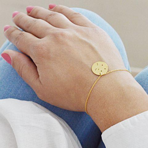 Złota bransoletka ze znakiem zodiaku. Kup na: https://laoni.pl/zlota-bransoletka-celebrytka-konstelacja-gwiazd #znakzodiaku #konstelacje #celebrytka #biżuteria #bransoletka