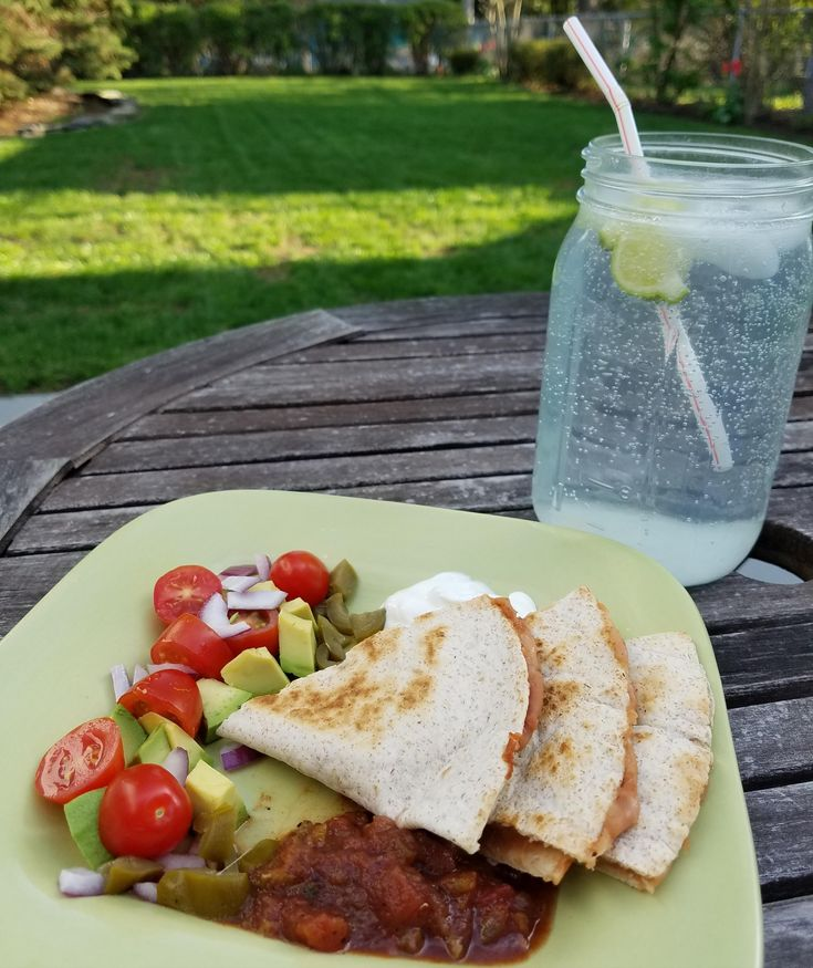 "Bean & Cheese Quesadillas with ""Deconstructed"" Guacamole (254 calories) #goodnutrition #physicalactivity #goodfood #vegetables #JuicePlus #healthymeal #healthyfood #healthy #health #exercise #eatclean"