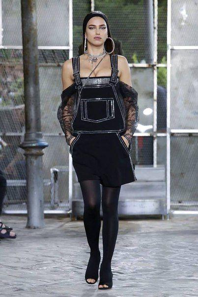 Ирина Шейк и Кэндис Свейнпол на показе Givenchy   СПЛЕТНИК