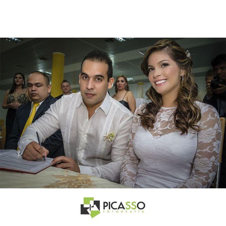 Seguimos con esta boda entre @estefaaguirre y @joselicorero esta vez firmando el acta de matrimonio.  #Photo #Photography #Photographer #Fotografo #Photoshoot #Modelo #PuertoOrdaz #Pzo #ArteVenezolano #sesion #boda #Celebracion #Fiesta #15años #MyWedding #GaleriaVzla #Guayana #MiBoda #Love #Amor #Fashionshoot #lookbook #Ccs #Digital #Camara #Camera #bodasmargarita #Venezuela #bodasenmargarita #Eventos by picassofotografia