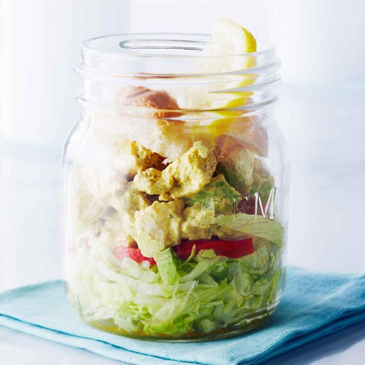 Il s'agit d'une combinaison de deux salades classiques : le Waldorf et la salade de poulet au cari. D'un côté, vous avez les arômes de fruits et de noix du Waldorf et de l'autre, une odeur de fumé subtile de la poudre de cari.  | Le Poulet du Québec