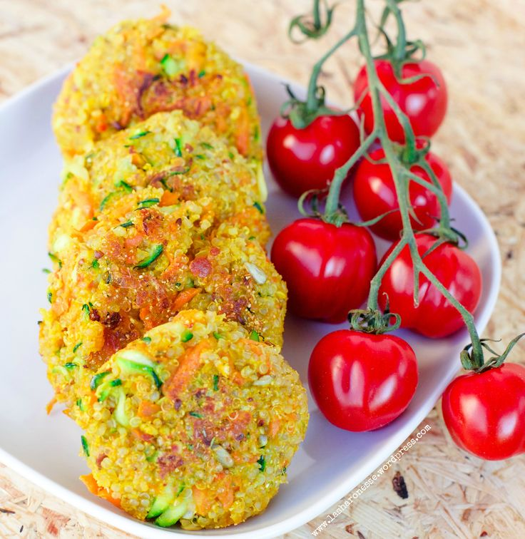 Knusprige Quinoa - Zucchini Bratlinge  (GF & Vegan) von www.lasharonesse.wordpress.com