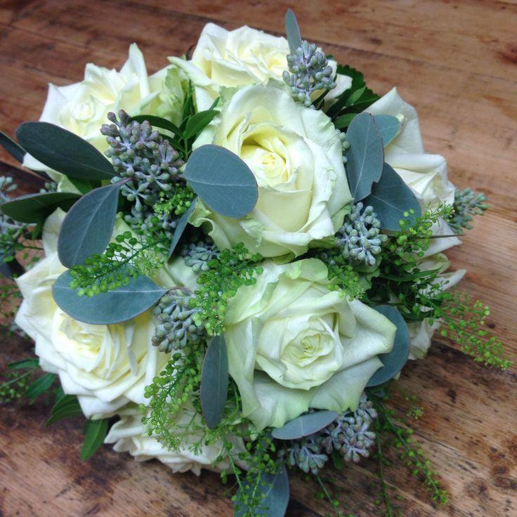 Lovely white #weddingflowers #whitenaomi #rose by #bruegemann