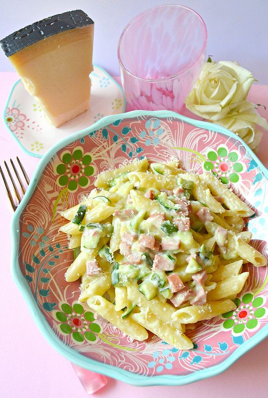 Dolci a go go: Penne con wurstel, zucchine e yogurt greco