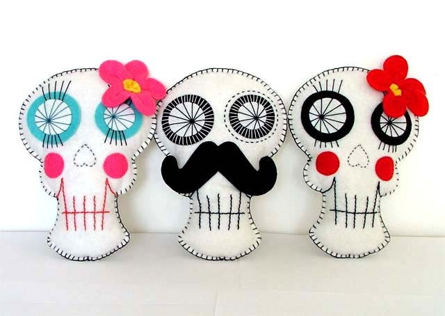 SOOO cute. Very in love with Day of the Dead skulls right now