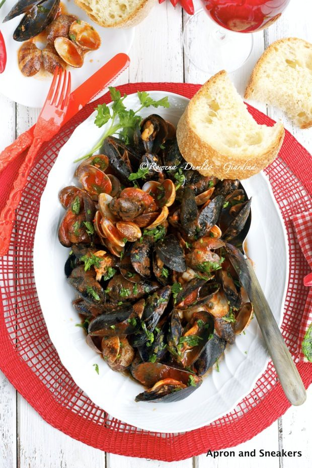 Sauté di cozze e vongoleSautéed Di, Food And Drink, Di Cozze, Cooking, Sautéed Mussels, Upcoming Tours, Clams Sautéed, Food Recipe, Clams Food
