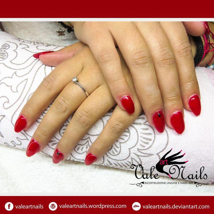 #valeartnails #rovigo #nails #nail #fashion #style #red #rednails #mandorla #trend #cute #beauty #beautiful #instagood #pretty #girl #girls #stylish #sparkles #styles #nailart #art #photooftheday #nailpolish #nailswag