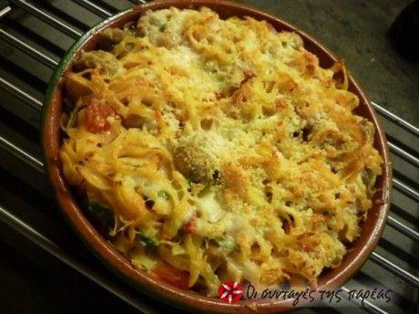 Ταλιατέλες στον φούρνο με ντομάτα και τυριά. Πολύ εύκολη, αλλά και πολύ νόστιμη συνταγή!