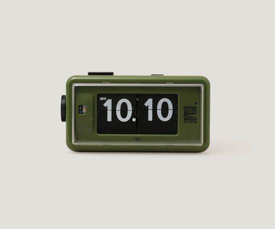 GS Flip Clock by TWEMCO  ¥19,000 110x200x80mm  シンプルで機能的なデザインにより銀行や裁判所などの公共施設でも使われていた「TWEMCO」社の反転板式デジタルクロックにSLGSオリジナルカラー(Olive Green)が登場。ドイツ製の高精度ムーブメントによるドラム式の時間表示は視認性が高く、グレーの本体に黒いスイッチが配されただけの簡素な佇まいは多様なインテリア に馴染みます。夜間用のLEDライトやアラーム等の機能も兼ね備え、一回の電池寿命は最長で2年以上といった優れた設計も魅力。STUSSY Livin' GENERAL STORE -- Product --