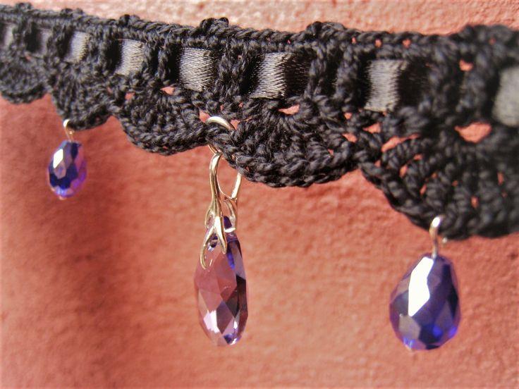 collier noir ruban satin ras du cou choker victorien gothic steampunk au crochet pendentif Cristal Swarovski violet : Collier par lilithcreation-boutique