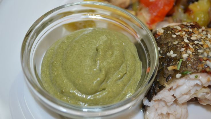Вкусный, нежный шпинатный соус прекрасно подойдет к рыбным и мясным блюдам. Приготовить такой соус не составит для вас труда. Вкусовые качества могут менятьс...