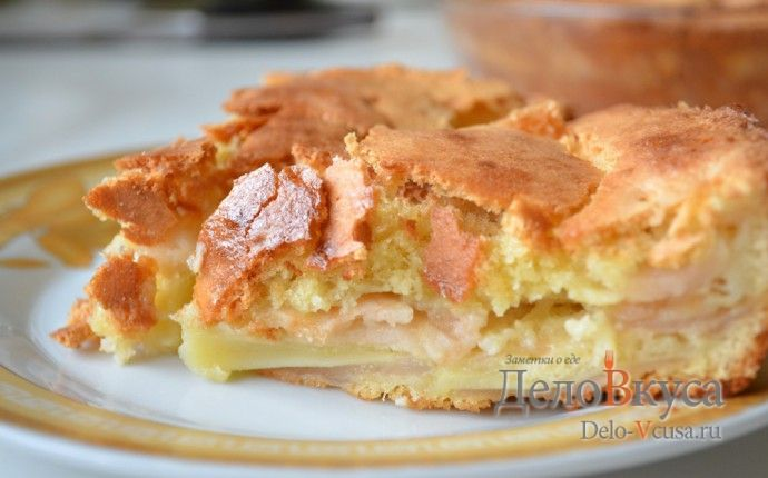 Рецепт приготовления простого бисквитного яблочного пирога с пошаговыми фотографиями. Этот пирог очень просто приготовить, а поэтапные фотографии Вам в этом помогут