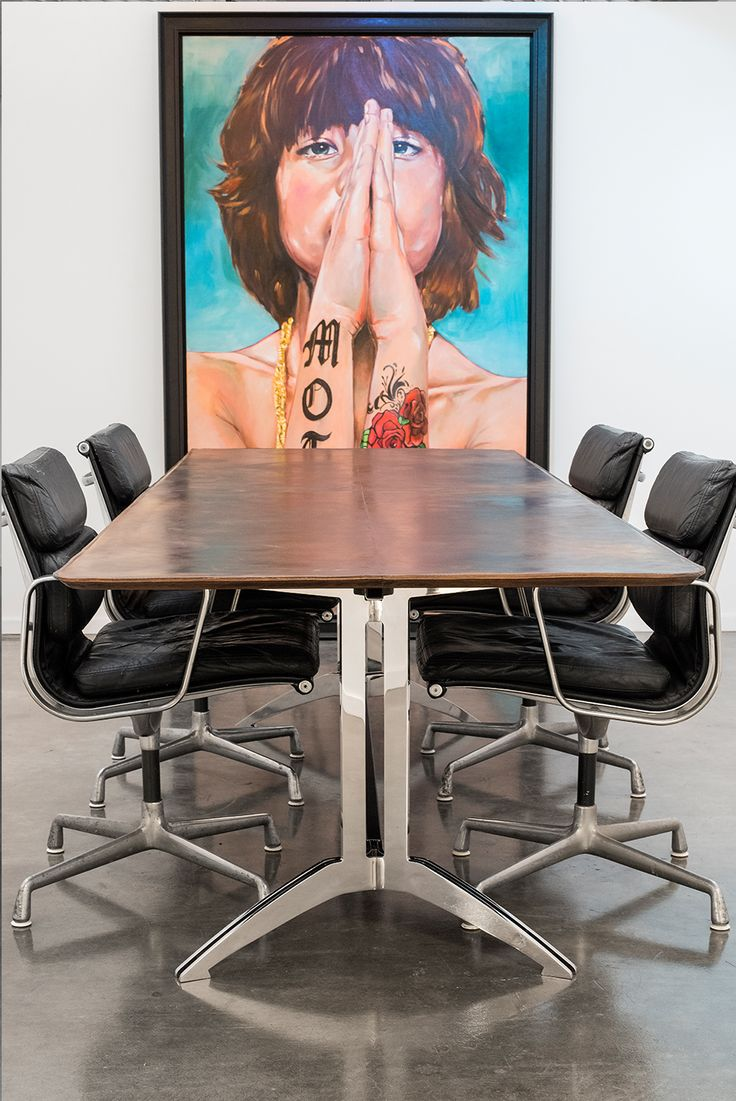 Table retro art office space inspiration - table available online #officeinspiration #retrohome