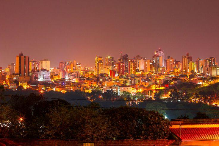 https://flic.kr/p/yneFuh | Divinópolis, vista panorâmica | Divinópolis, vista panorâmica à noite. Data: 30/09/2015