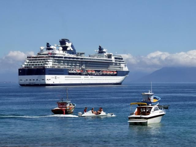 Celebrity Cruises' Celebrity Infinity cruise ship profile and pictorial tour, including the cabins, dining options, lounges and other common areas, and onboard activities.