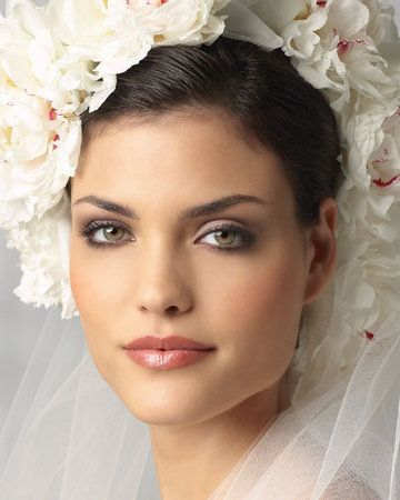 pretty wedding makeup for green eyes.
