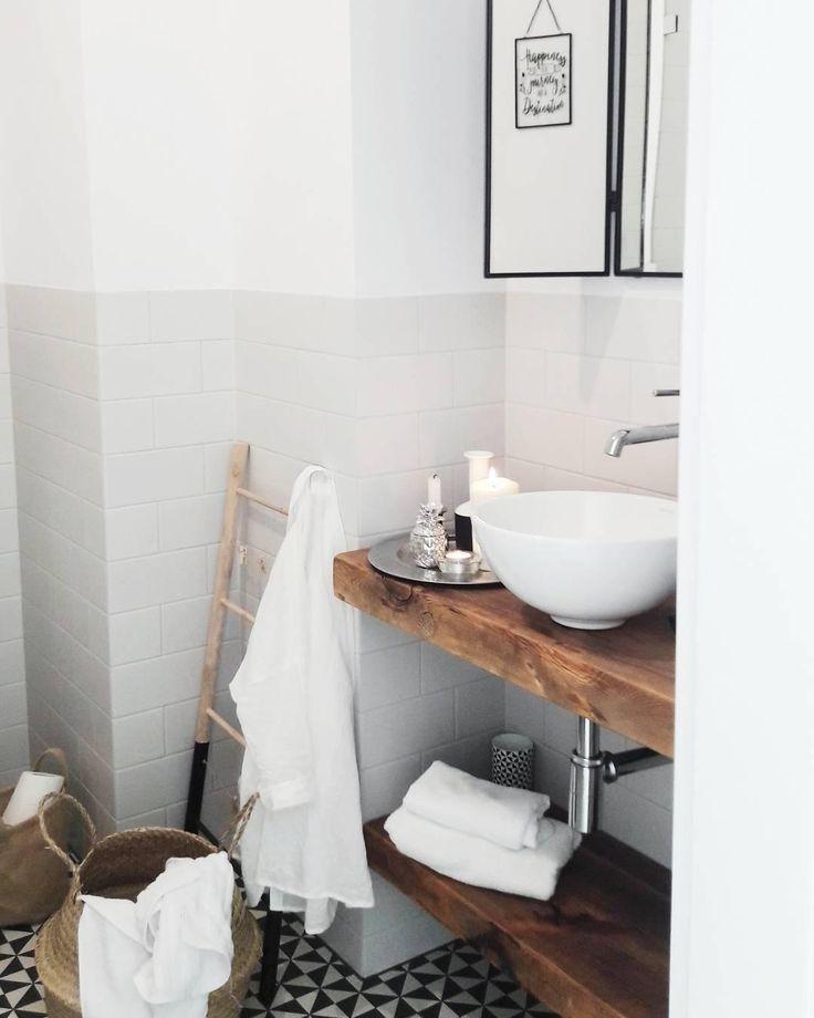 Auch im Badezimmer dürfen stylische Wohnaccessoires nicht fehlen. Hübsch dekoriert auf dem glänzenden Tablett Frederica wirken Deine Parfums noch e…