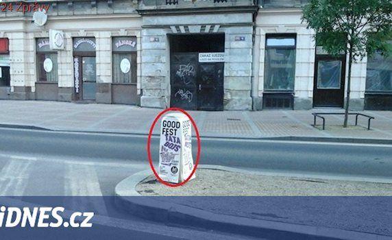 Fanoušci vylepili plakáty po celých Varech. Organizátor je musí uklidit