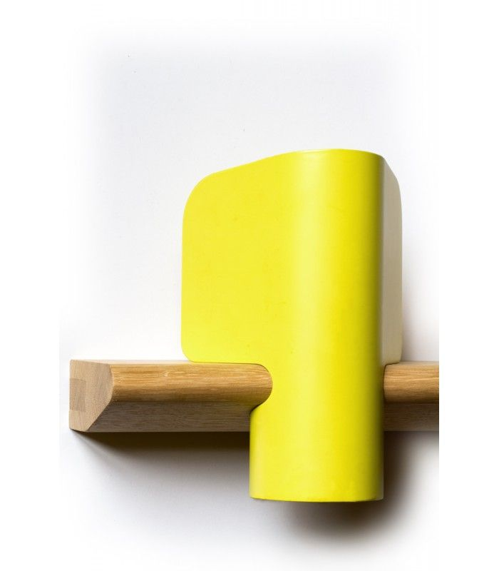 Lampe Elmer jaune souffre, structure en métal et son socle en chêne massif || Yellow sulphur lamp; metal structure & solid oak base designed by Guillaume Delvigne.