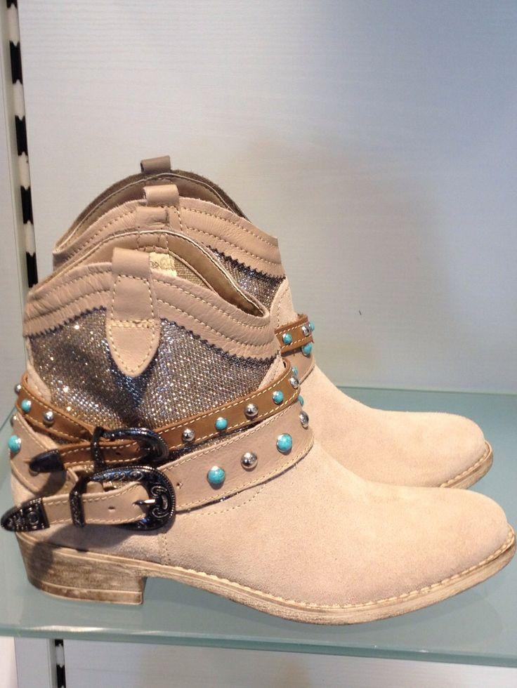 Enkellaarsje House of Shoes